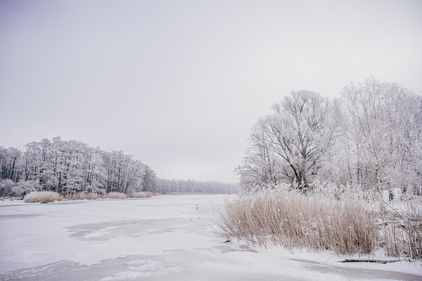 Die zugefrorene Peene bei Stolpe